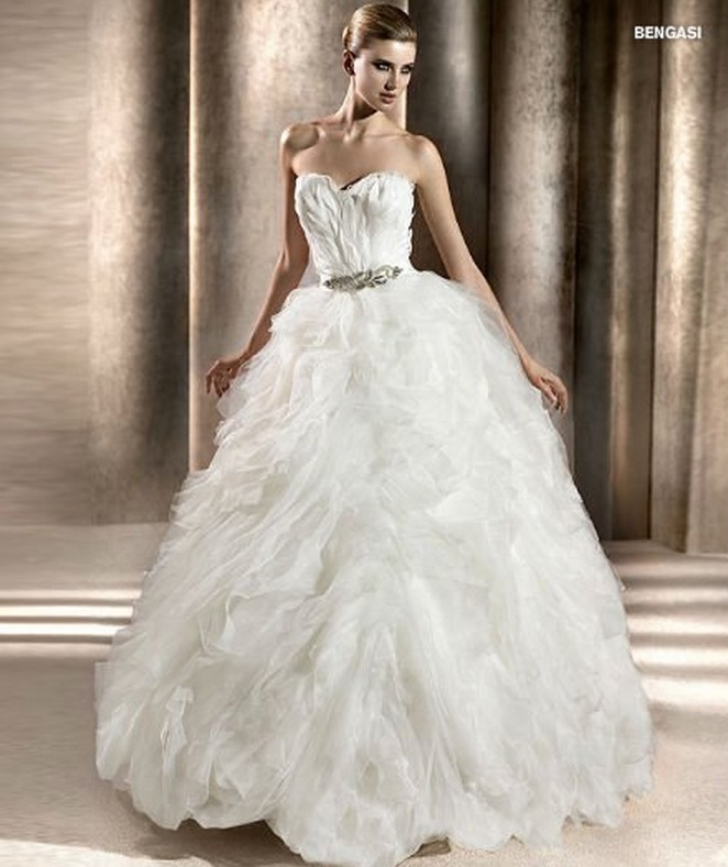 Wedding Gown With Feathers: Wedding Destination: Colombia