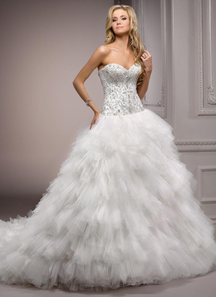 Swan feather wedding dress | Wedding Destination: Colombia