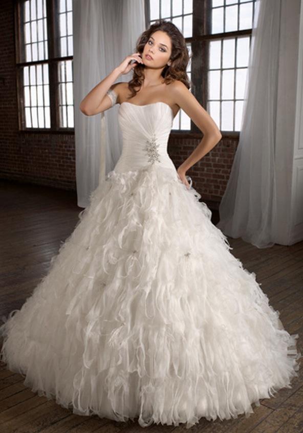 Swan feather wedding dress   Wedding Destination: Colombia