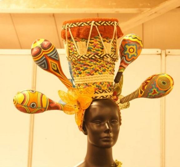 colombia carneval hat tamburine