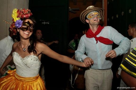 Hora loca is part of colombian wedding