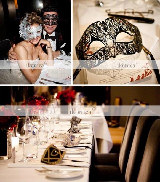 hora loca with masks
