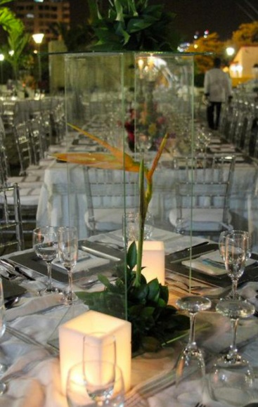 Modern and eexotic wedding centerpiece