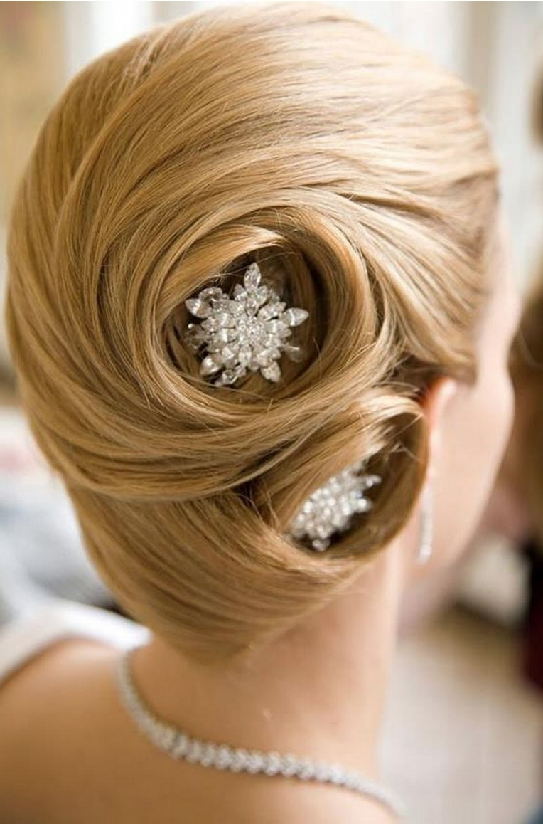 Wedding Hair And Makeup Ct Jonathan Edwards Winery: Pick The Best Ideas For Your Trendy Bridal Hairstyle