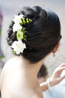 one-sided hairdo