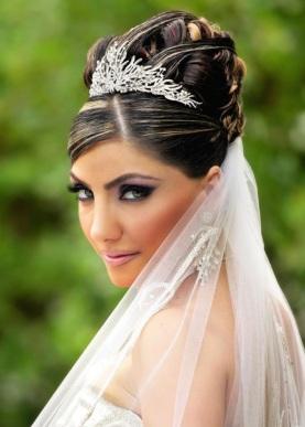 queen hairdo wedding