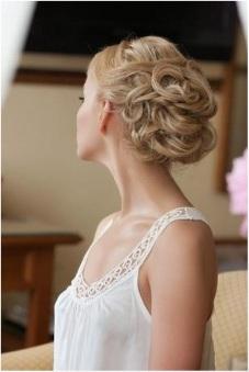 romantic blond hairdo