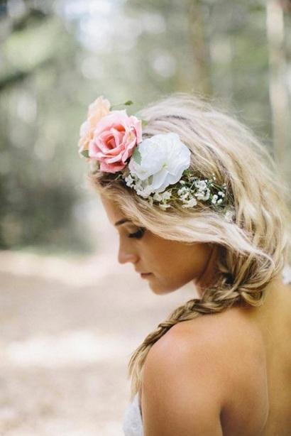 trendy flower hairstyle wedding