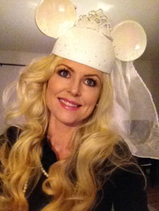 Minnie mouse wedding hat (with veil =)